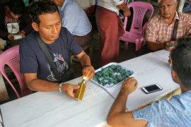 dsc06221 mandalay jade market~291913739..jpg